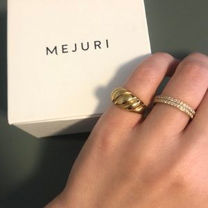 Mejuri croissant dome ring with box